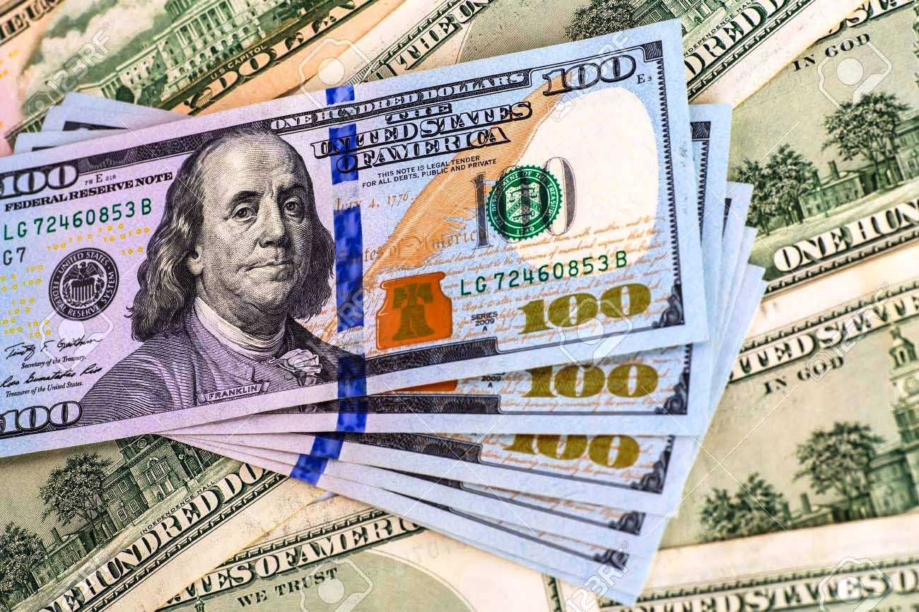 إرتفاع سعر الدولار مقابل الجنيه فى البنك وإستقراره فى الموازي