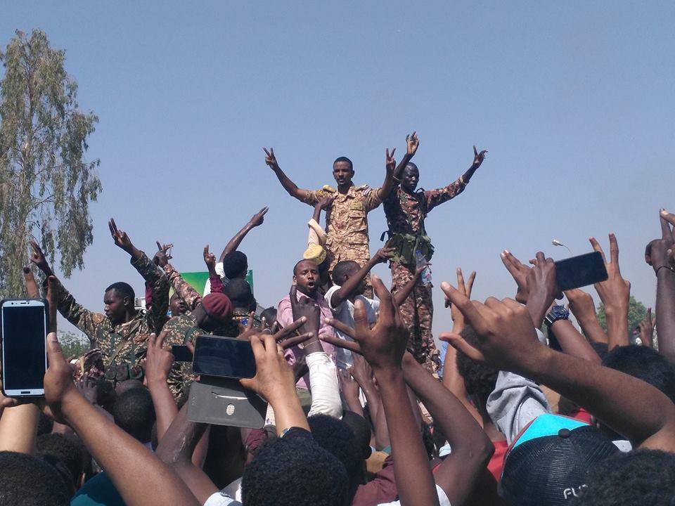 القوات المسلحة تصدر أمس كشوفات تقاعد وترقيات للضباط