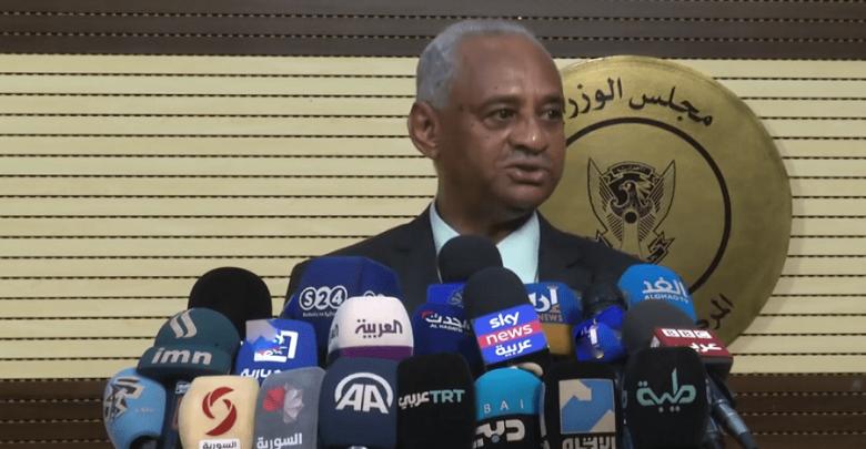 وزير الاعلام : معركتنا ليست سياسية او دينية وانما معركتنا مع كورونا
