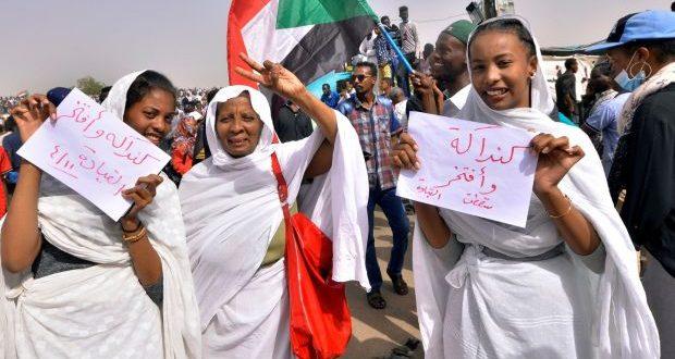 ذكورية القمع.. وأنثوية الثورة (كنداكات) ديسمبر.. يعدنّ كتابة تأريخ المرأة السودانية