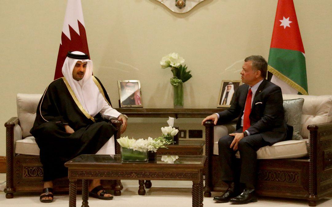 أمير قطر يبحث في عمان سبل تطوير العلاقات بين قطر والاردن