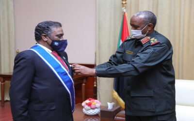 البرهان يثمن العلاقات السودانية الاردنية ويكرم الخزاعلة