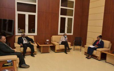 وزيرة المالية تتعهد بحل المشكلات التي تواجه التعليم العام