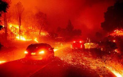 آلاف الأمريكيين يغادرون منازلهم جراء حرائق كاليفورنيا