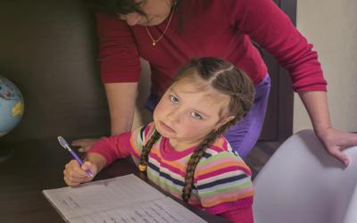 كيف نحمي أطفالنا من هذه العواقب للتعلم عن بعد؟