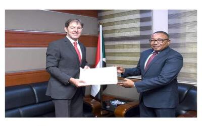 السفير الكندي يقدم أوراق اعتماده كسفير مقيم بالخرطوم