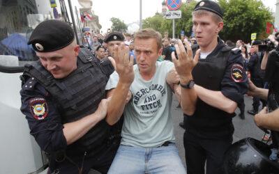 روسيا: تعتقل نافالني والإتحاد الأوروبي يطالبها بالإفراج الفوري عنه