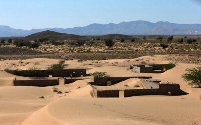 دعوات لإعادة الحياة لقرية عمانية طمستها الرمال منذ 30 عاما