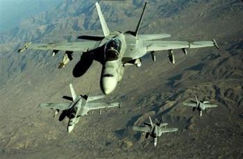 مقاتلات حربية تطلق طائرات مسيرة بها صواريخ للجيش الأمريكي