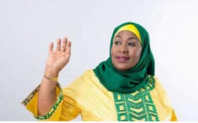 """""""سامية حسن"""" أول مسلمة محجبة تؤدي اليمين رئيساً لتنزانيا"""