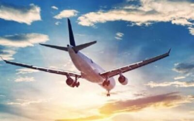 عراك داخل طائرة يتسبب في كسر أسنان الطيار ويد كبير المضيفين