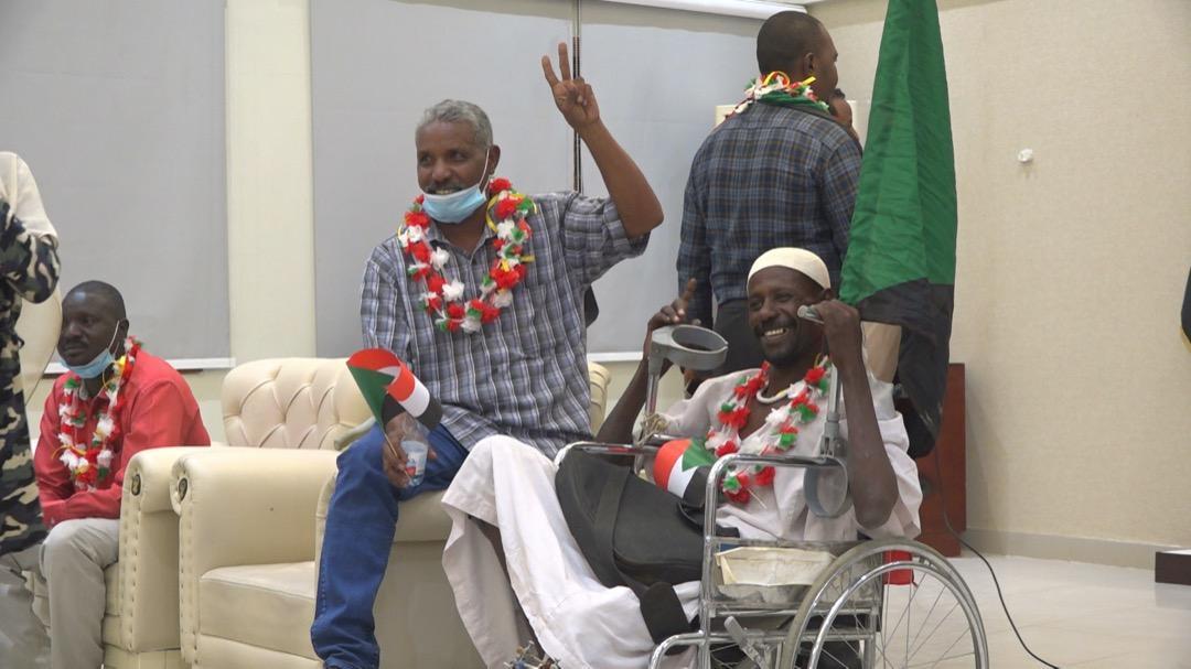 دفعة أولى من مصابي ثورة ديسمبر تغادر إلي القاهرة للعلاج