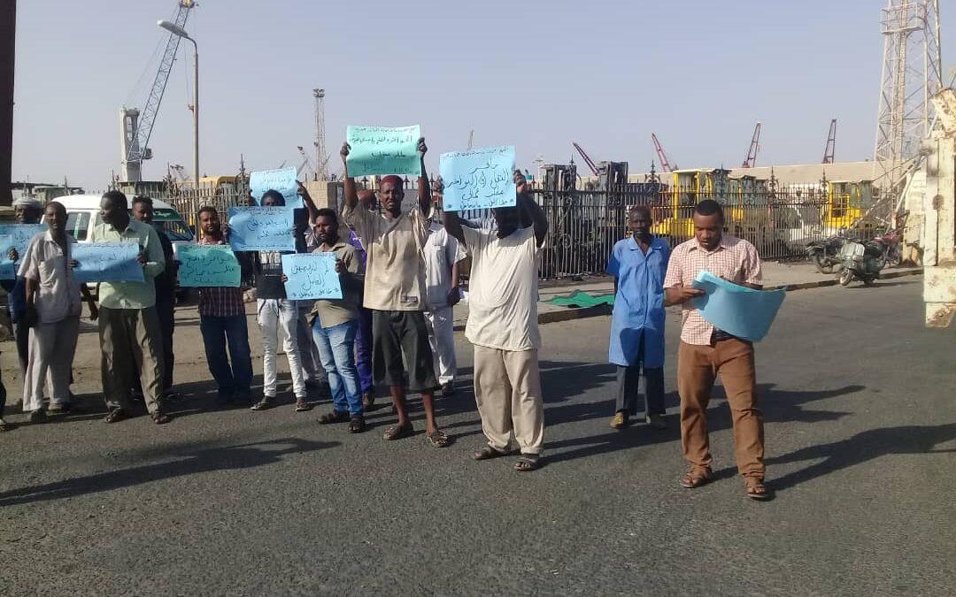 إغلاق الميناء الجنوبي للحاويات إحتجاجا من عمال الموانئ