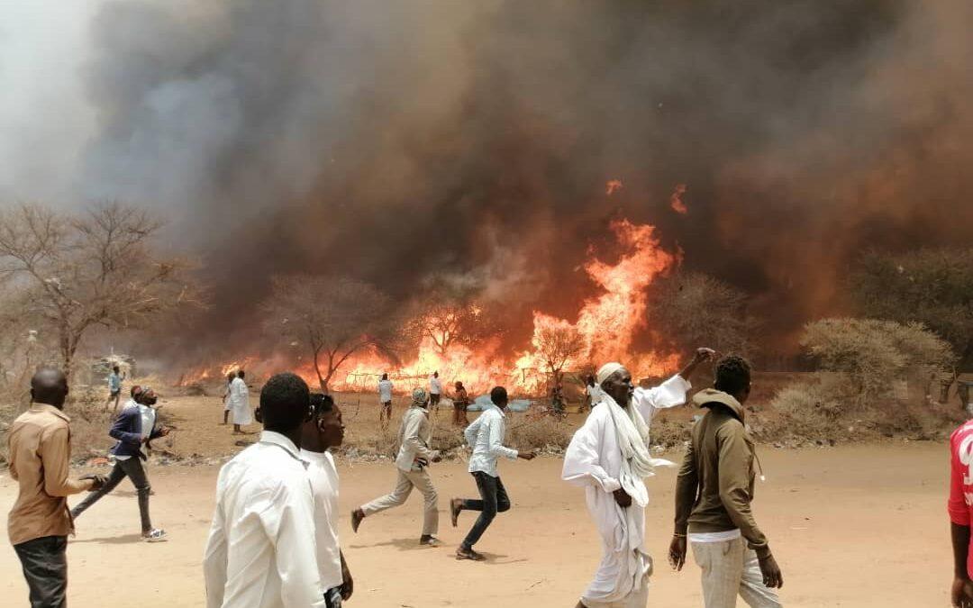 وفاة مسنة في حريق التهم عشرات المنازل بشمال دارفور
