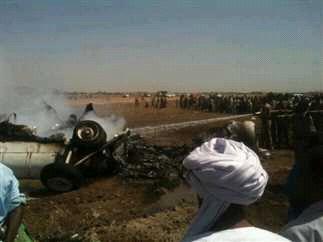 تحطم طائرة هليكوبتر عسكرية ونجاة طاقمها..