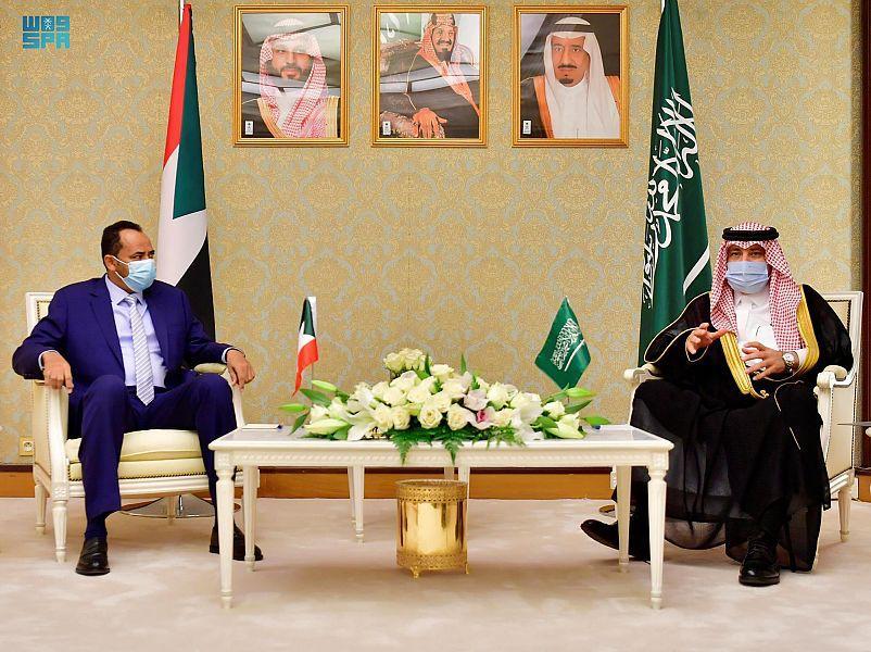وزير الإعلام السعودي يلتقي بوزير الثقافة والإعلام بمكة