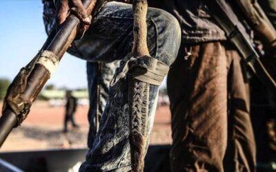 إستخبارات الفرقة الثانية مشاة بالقضارف تقبض عصابة تتاجر بالأسلحة