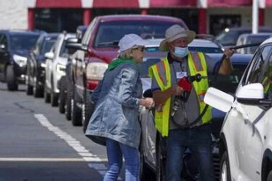 قلق يصيب سائقي الشاحنات لشح الوقود بأمريكا
