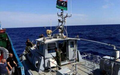 حرس السواحل الليبية ينقذ ٤٣٩ مهاجرا غير شرعي