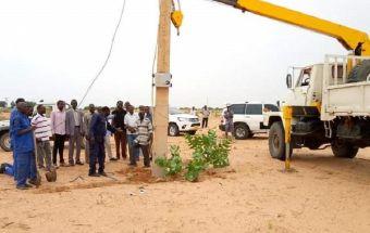 الفاشر : أعمال صيانة الخط الناقل لكهرباء محطة مياه شقرة بشمال دارفور