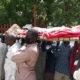 محتجون يحملون جثة الي امانة الحكومةبالفاشر