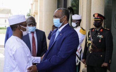التعايشي يستقبل رئيس المجلس العسكري الإنتقالي التشادي بمطار الخرطوم