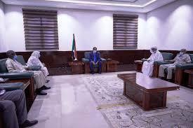 لجنة مراجعة تعيينات وزارة الخارجية تسلم رئيس الوزراء تقريرها الختامي